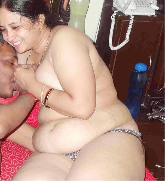 Naked bengaly aunty fucking with dovar pic