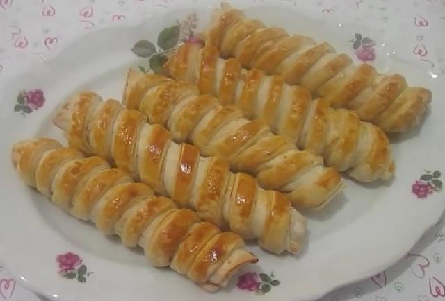 Yufkalı kafes böreği