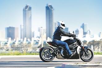 Rewiew Sportbike DUCATI XDIAVEL 2016