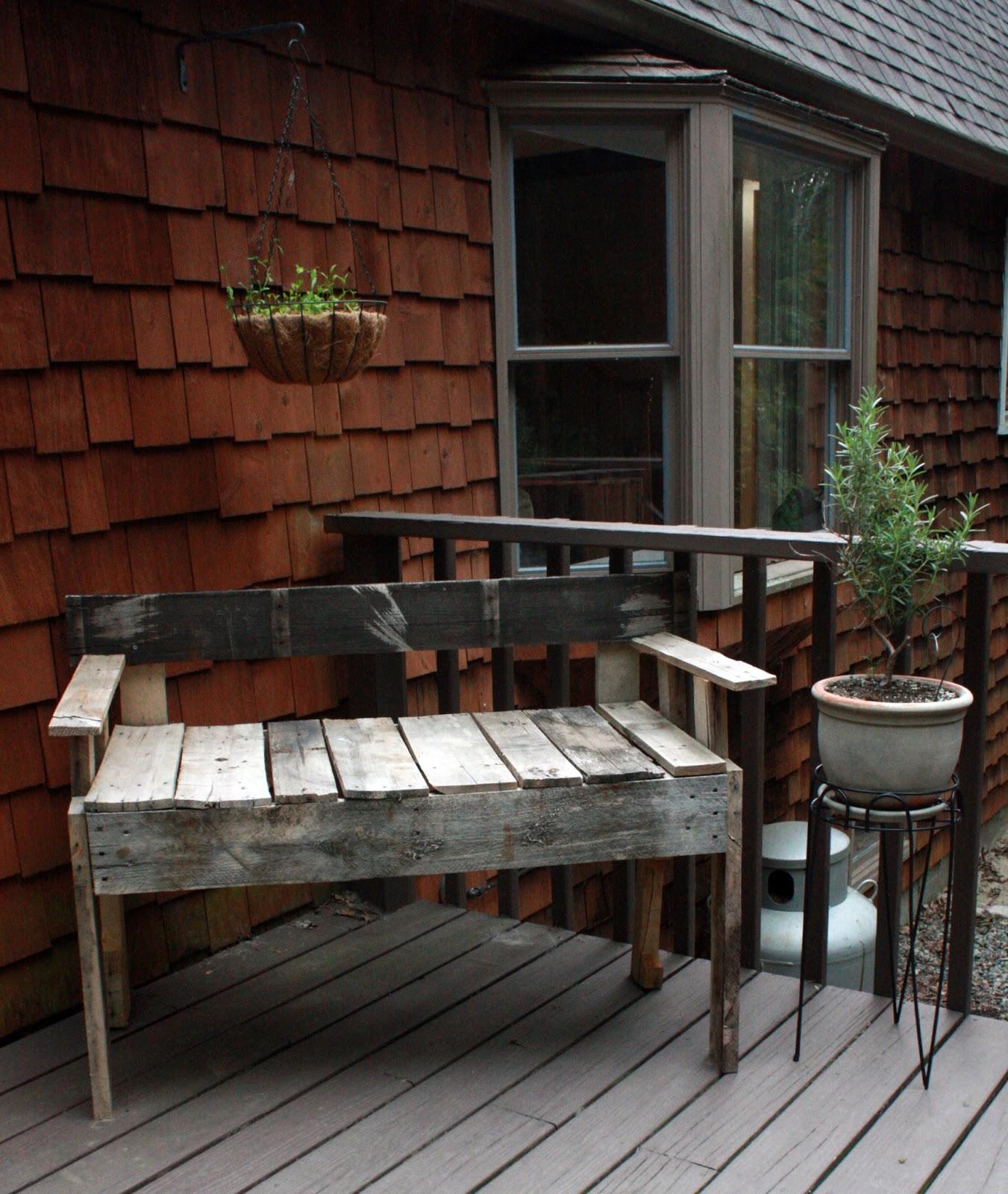 Visibly Moved: DIY: Pallet Deck Furniture