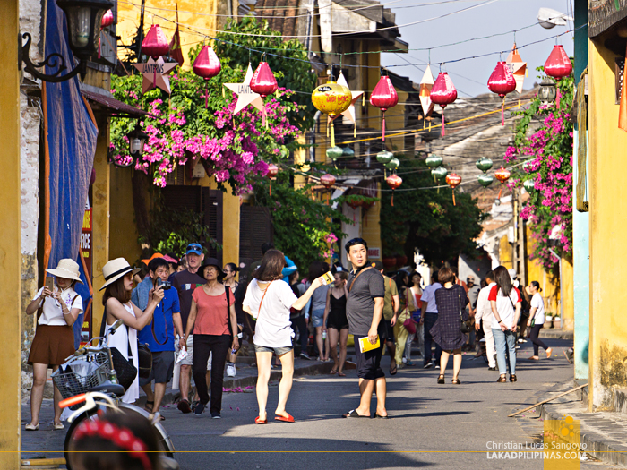 Hoi An Ancient Town Tourists
