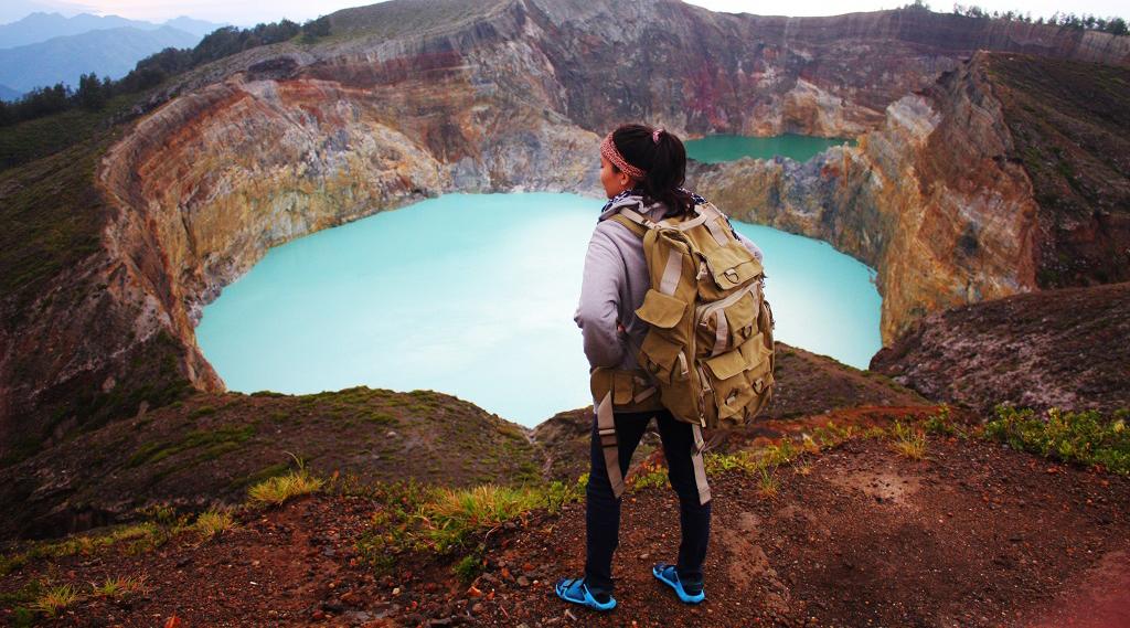 Keindahan danau Kelimutu foto cewek Igo Selfie di atas Danau Kelimut indah pakai Legging ketat