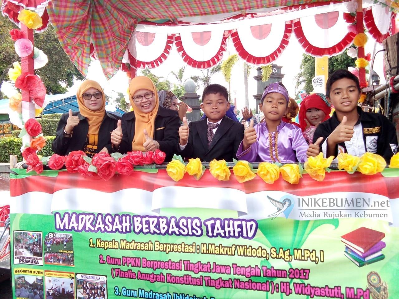 """Karnaval Pembangunan, MIN 1 Kebumen Angkat Tema """"Madrasah Berbasis Tahfid"""""""