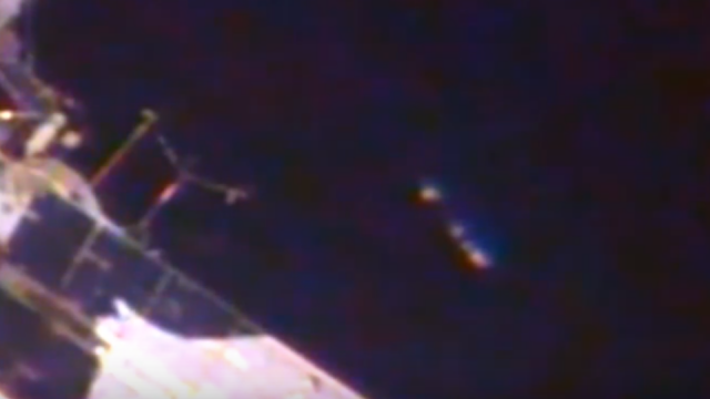 Large UFO appears right next to the ISS and NASA just cuts the live feed.