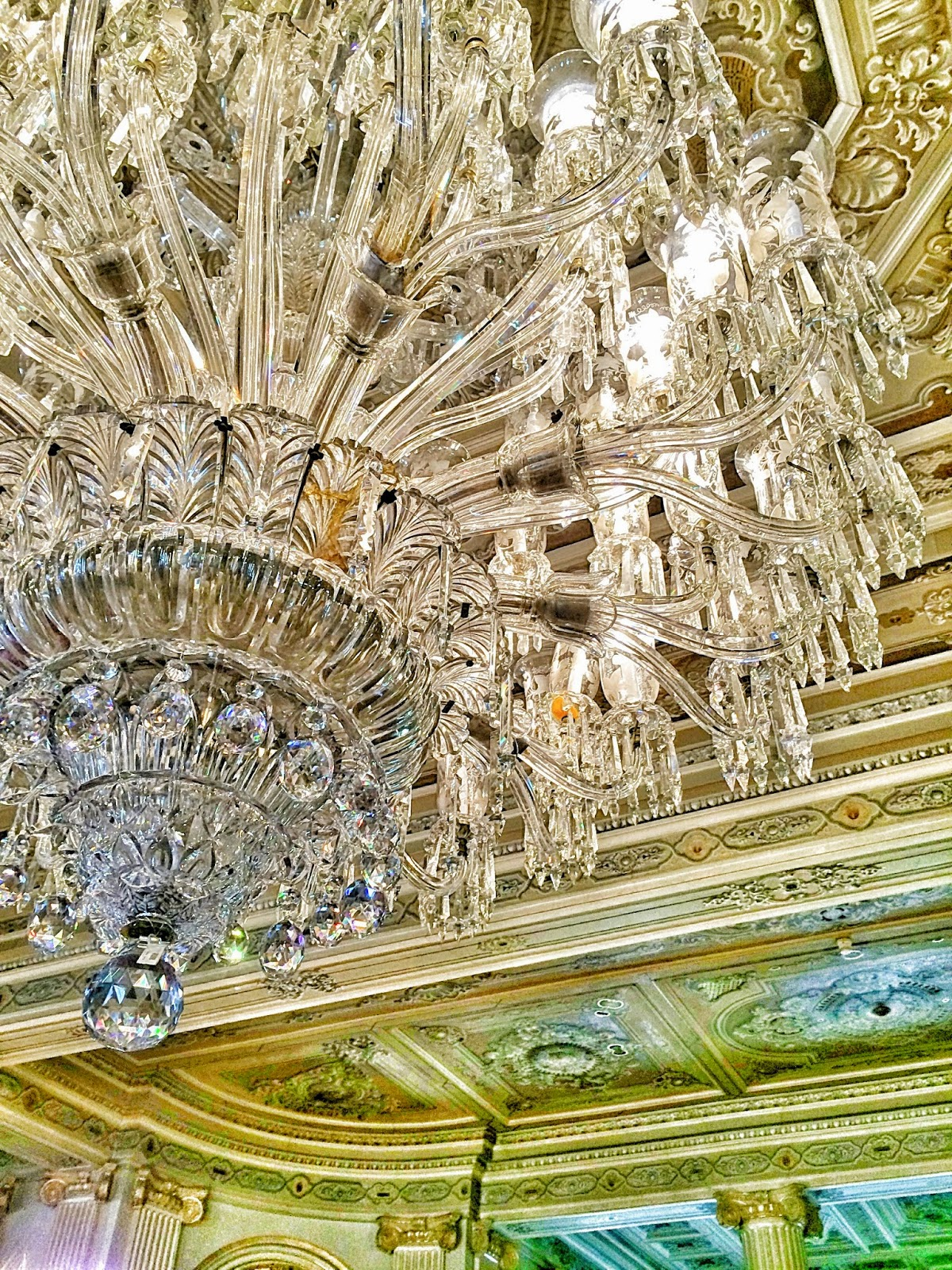 トルコ観光地の宮殿のシャンデリア
