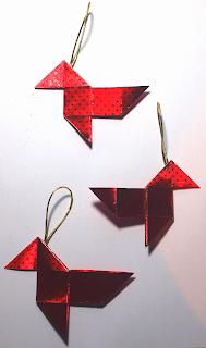 Pajaritas de papiroflexia para decoración de Navidad.