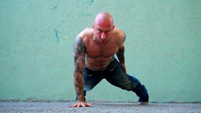 5 Tips Membentuk Otot Lengan Tanpa Hsrus ke Gym Ala Napi