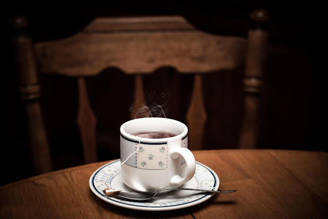 فوائد القهوةما هي اضرار القهوة ؟    تشمل القهوة العديد من اضرار و نذكر منها التالي :    -اضرار القهوة للبنات .    -اضرار القهوة على البشرة .    -اضرار القهوة على الكلى .    -اضرار القهوة على القلب .    -اضرار القهوة على الريق .