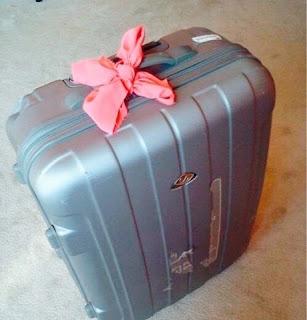 koper yang diikat pita pink di pegangannya