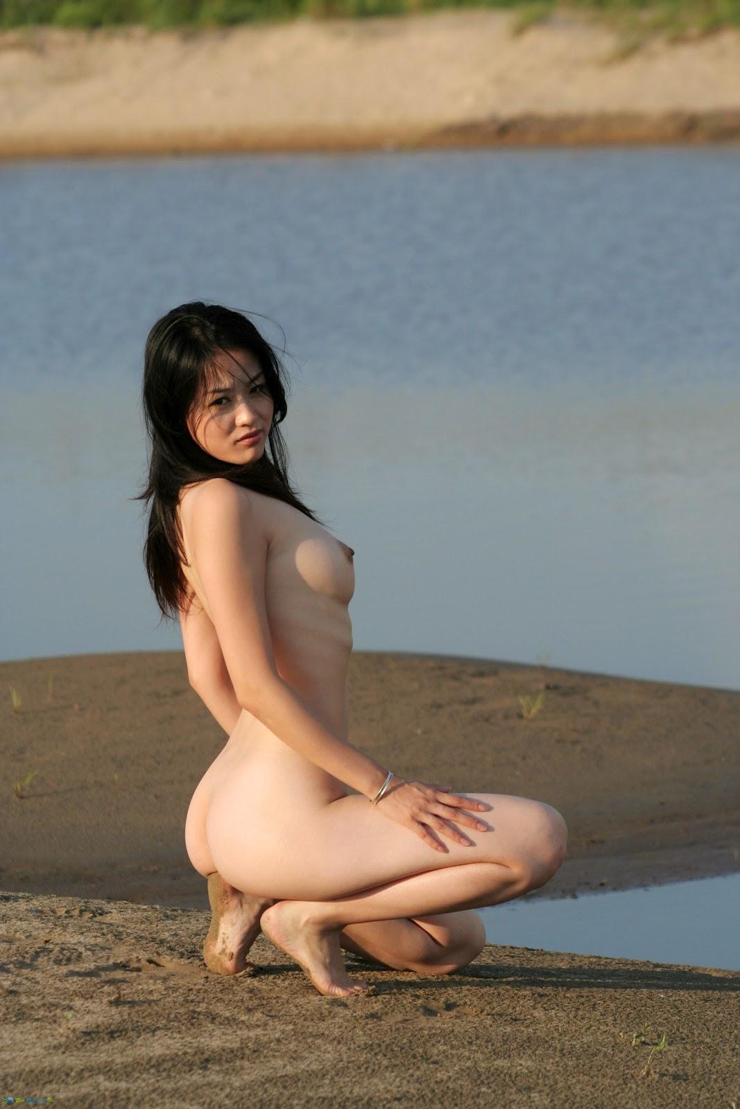 Tan blonde nude hotties
