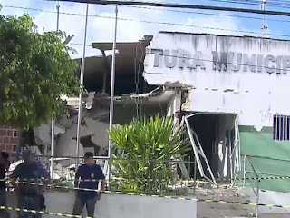 Explosão de caixas eletrônicos destrói prédio de prefeitura na Paraíba