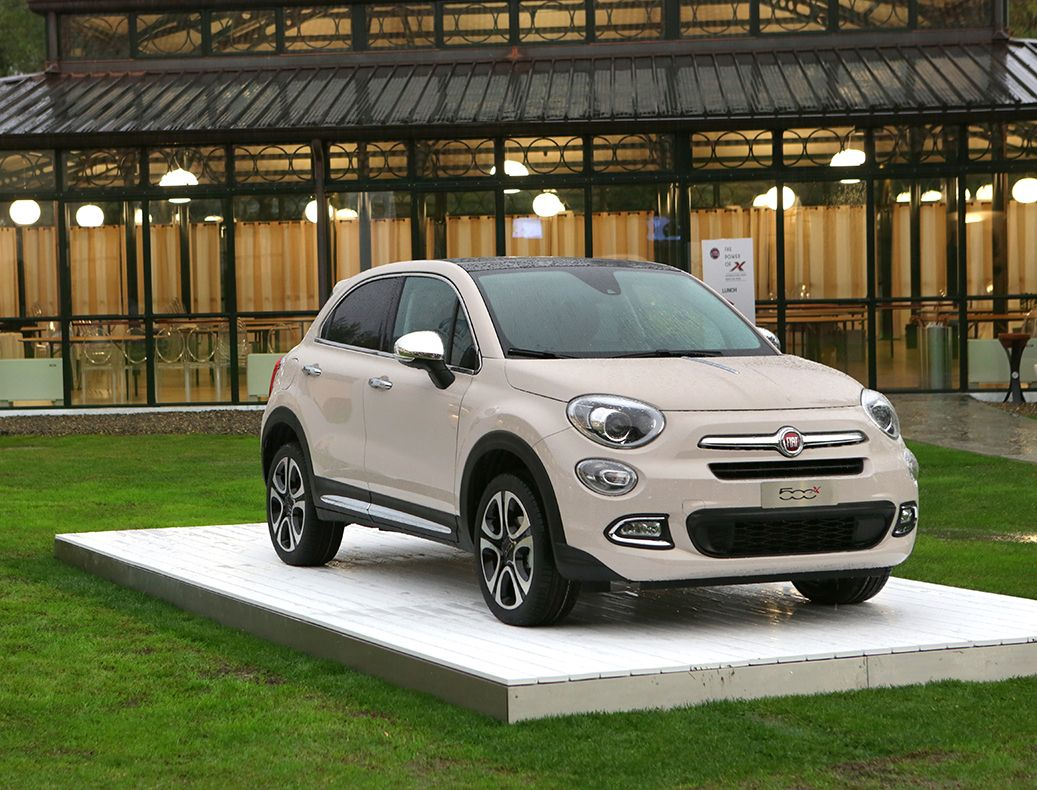 mopar strikes fiat 500x with tons of accessories 42. Black Bedroom Furniture Sets. Home Design Ideas