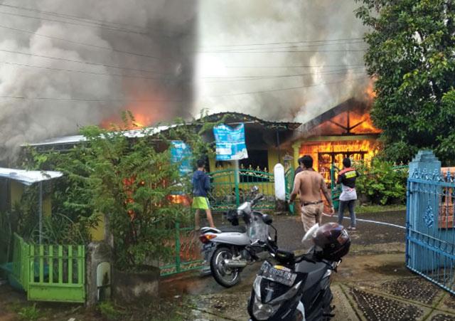 Sebuah rumah di Amaco Jl Jambrud Loktabat Utara RT 22 RW 09 Kota Banjarbaru hangus terbakar, Jumat (8/2/2019) sekira pukul 07.30 Wita.