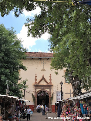 Acceso a la Parroquía de San Diego de Alcalá en Quiroga, Michoacán
