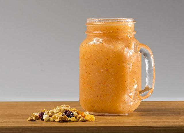 smoothie au mange et aux fruits secs