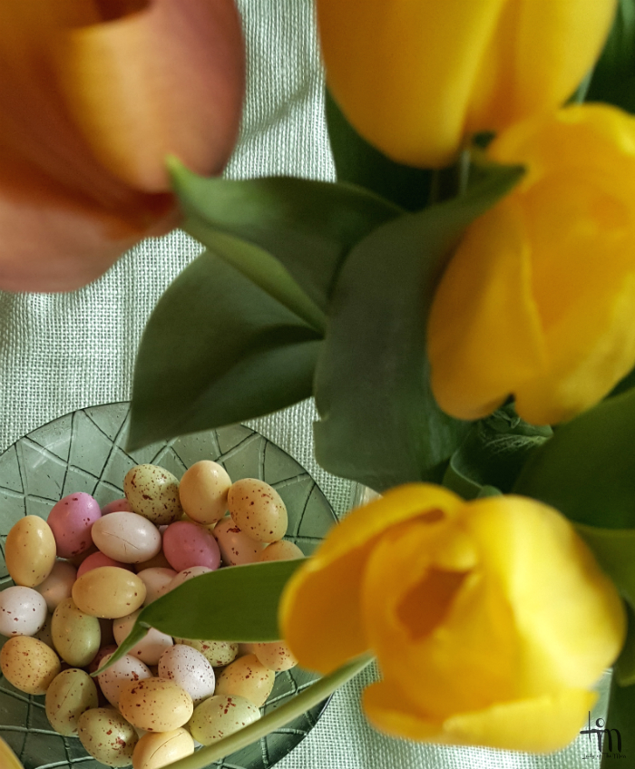 suklaamunat ja tulppaanit - chocolite-eggs and tulips