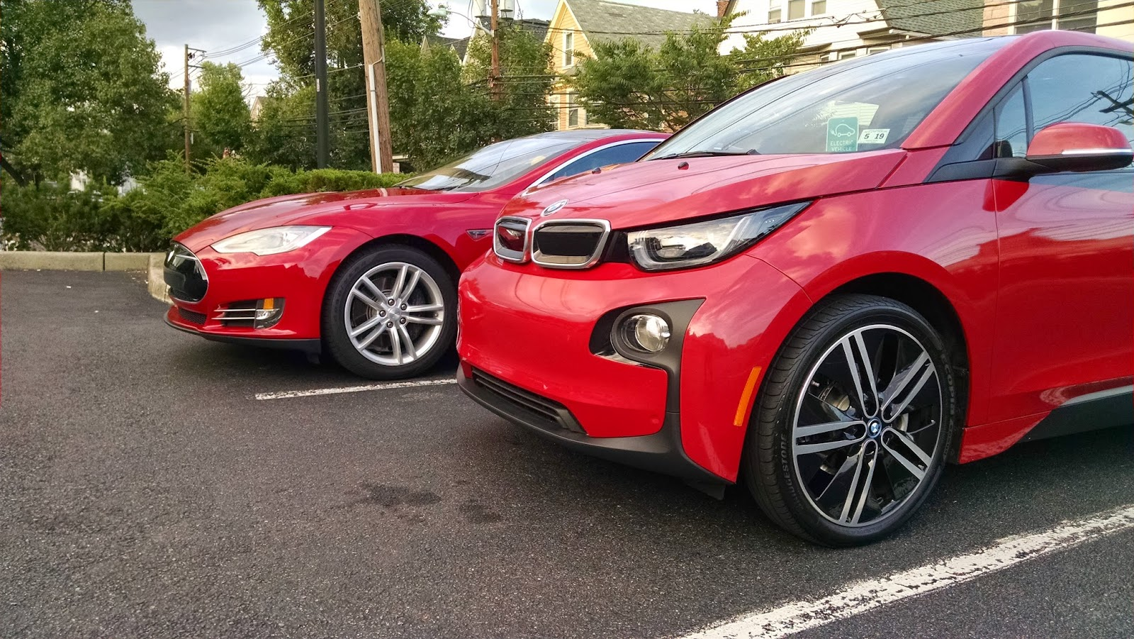 the electric bmw i3 bmw tesla taking different approaches but will ultimately face off. Black Bedroom Furniture Sets. Home Design Ideas