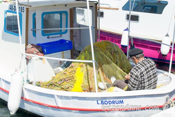 ağını onaran balıkçı, Bodrum