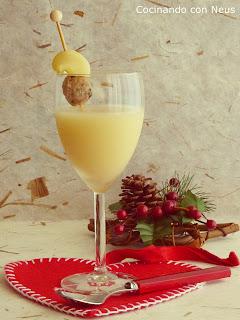 Copa de caldo de navidad con brocheta de galet