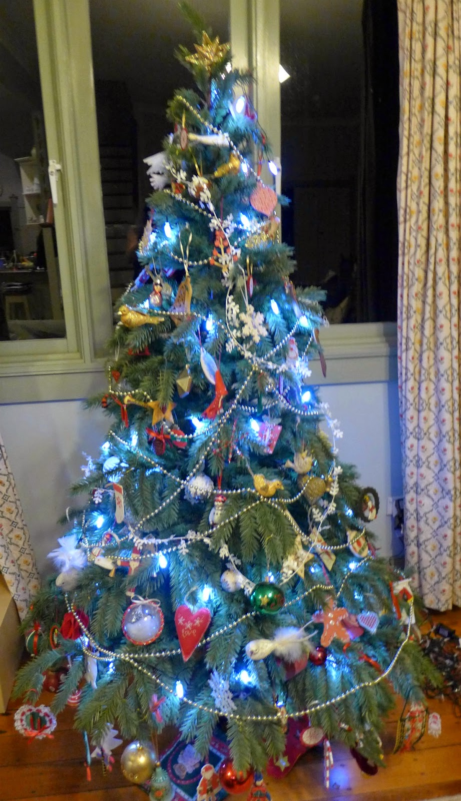 A Woman of Notes: Christmas Tree Lights - warm or cool white?