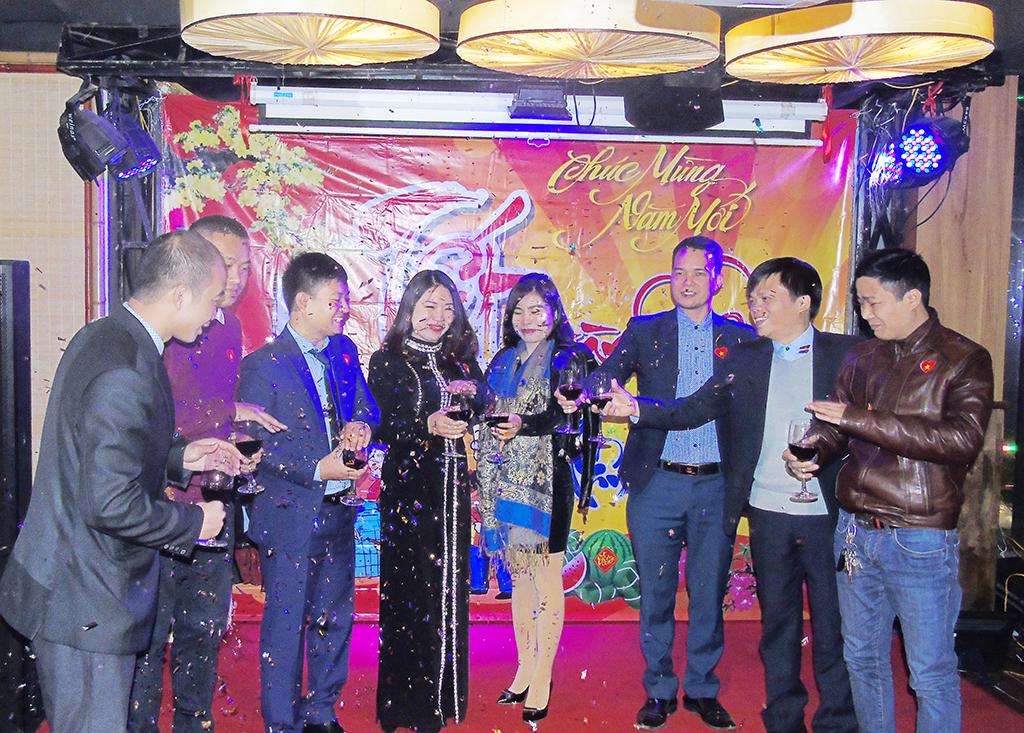 Dương Văn Bốn cùng khai tiệc tất niên với các anh chị đối tác
