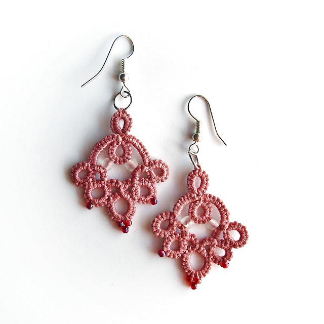rożowe kolczyki frywolitkowe