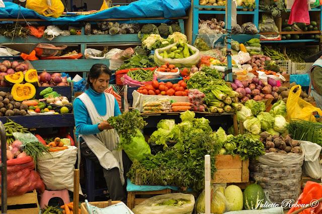 Urubamba, marché dans la Vallée Sacrée au Pérou