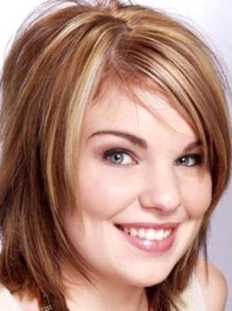 Potongan rambut wanita sebahu shaggy