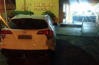 http://vnoticia.com.br/noticia/3344-homem-flagrado-com-carro-roubado-no-centro-de-sfi