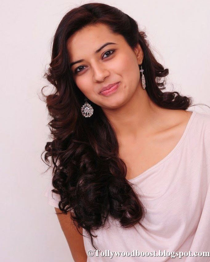 Beautiful Delhi Girl Isha Chawla Long Hair Face Close Up Stills