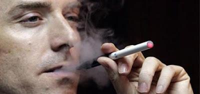 Hút thuốc cũng là một nguyên nhân gây tàn nhang ở nam