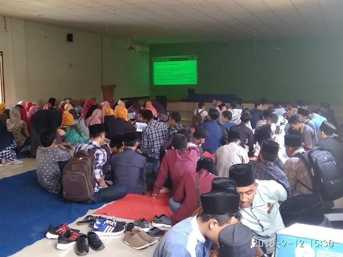 Musyrif-Musyrifah Beri Pelatihan Penulisan Makalah Untuk Mahasiswa Baru