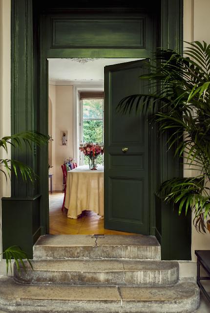 """Ines de la Fressange house in Provence la """"Parisienne"""" en Provence"""