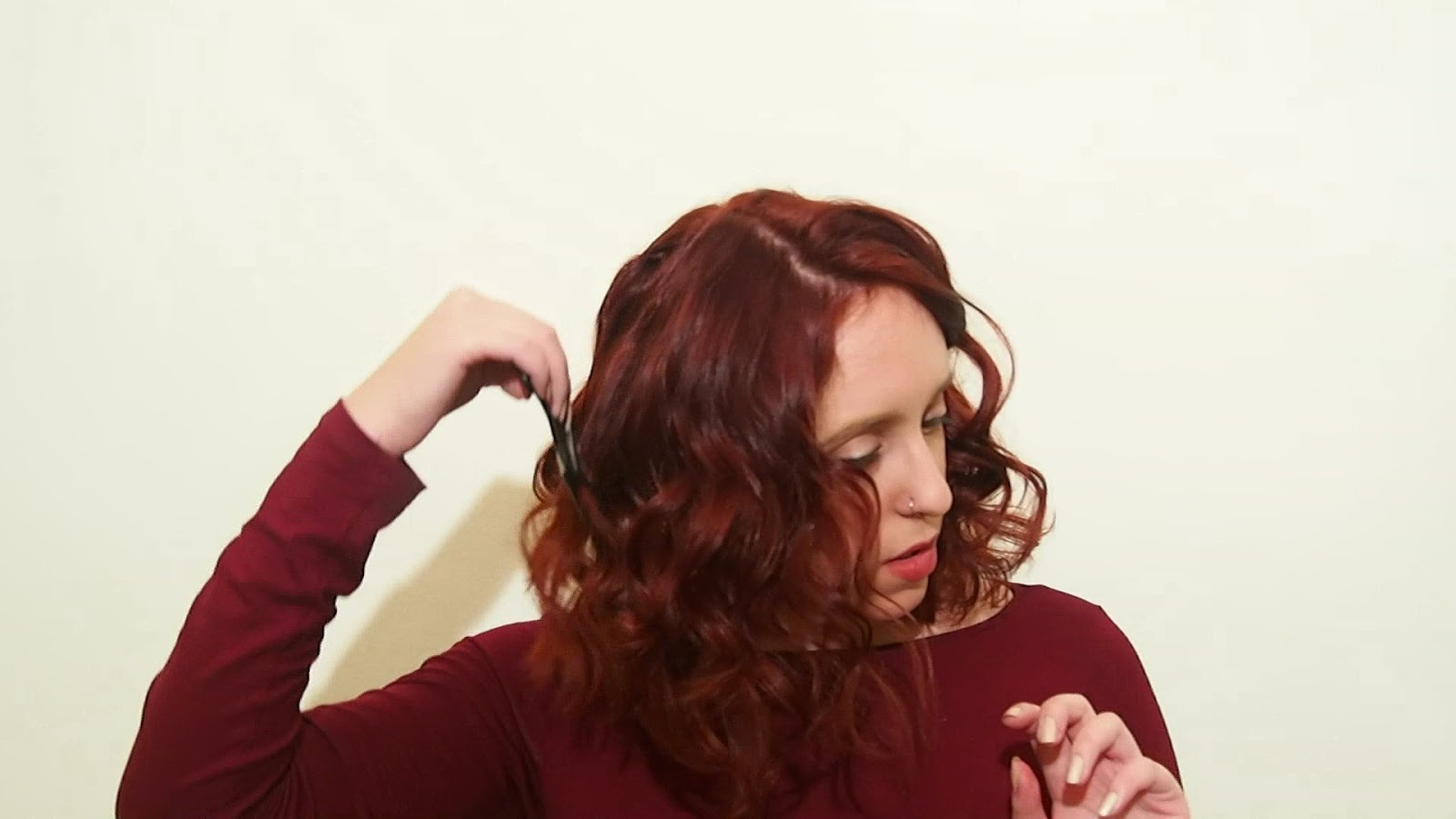spotlights on the redhead, redhead, model, blogger, review, pretty, anna keni, anna,2016,trends,sapphire,hairstyle,curl.soft waves,short hair, irresistible me