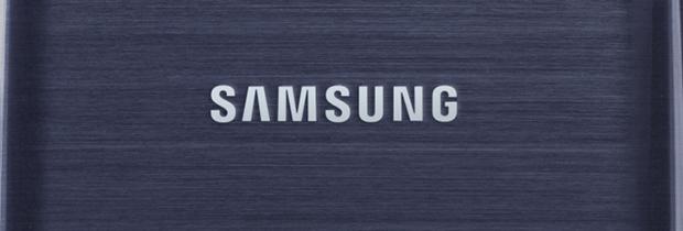 La familia Galaxy aumenta por segundos y no deja de prosperar. Hace unos días hablábamos de los rumores que se ciernen sobre la marca surcoreana y los posibles nuevos dispositivos que están desarrollando. Entre ellos, contamos con el esperadísimo Samsung Galaxy S4 aka Project J, que será el nuevo buque insignia de la marca y probablemente tenga pantalla irrompible. Hace tiempo que Samsung promete que lanzará dispositivos con pantalla flexible, pero finalmente siempre se retrasa la producción de estos terminales. El Project J, nombre en código del Galaxy S4, podría traernos en abril de 2013 un ejemplo de esta tecnología