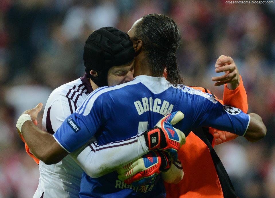 Petr Cech Hugging Didier Drogba