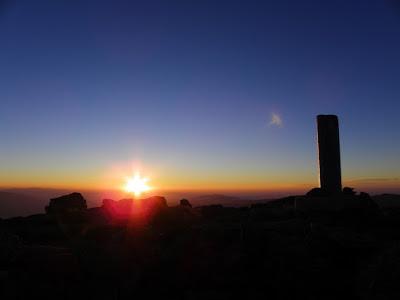 amanecer en peñalara sol saliendo