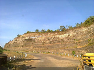 Jalanan Menuju Pantai Bajul Mati