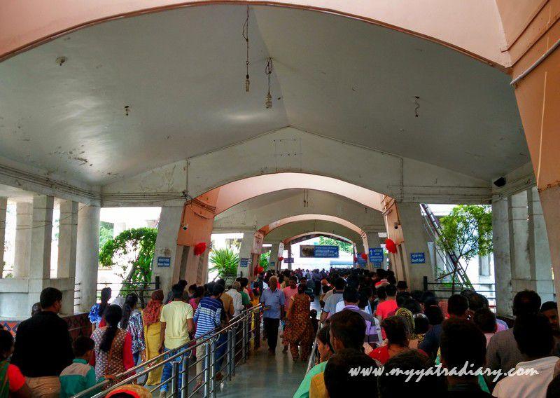 Pilgrim lines in Shani Shinganapur Temple, Maharashtra