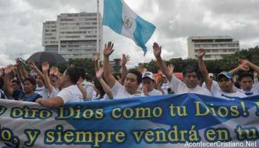 Evangélicos en Guatemala crecen