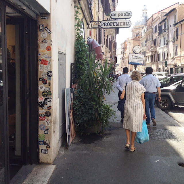 Suede store, sneakers store, Rome, Roma, Voyage, Vlog, Roadtrip, Blog, Monti, Ruelle, Rue, Street, Monti Street,