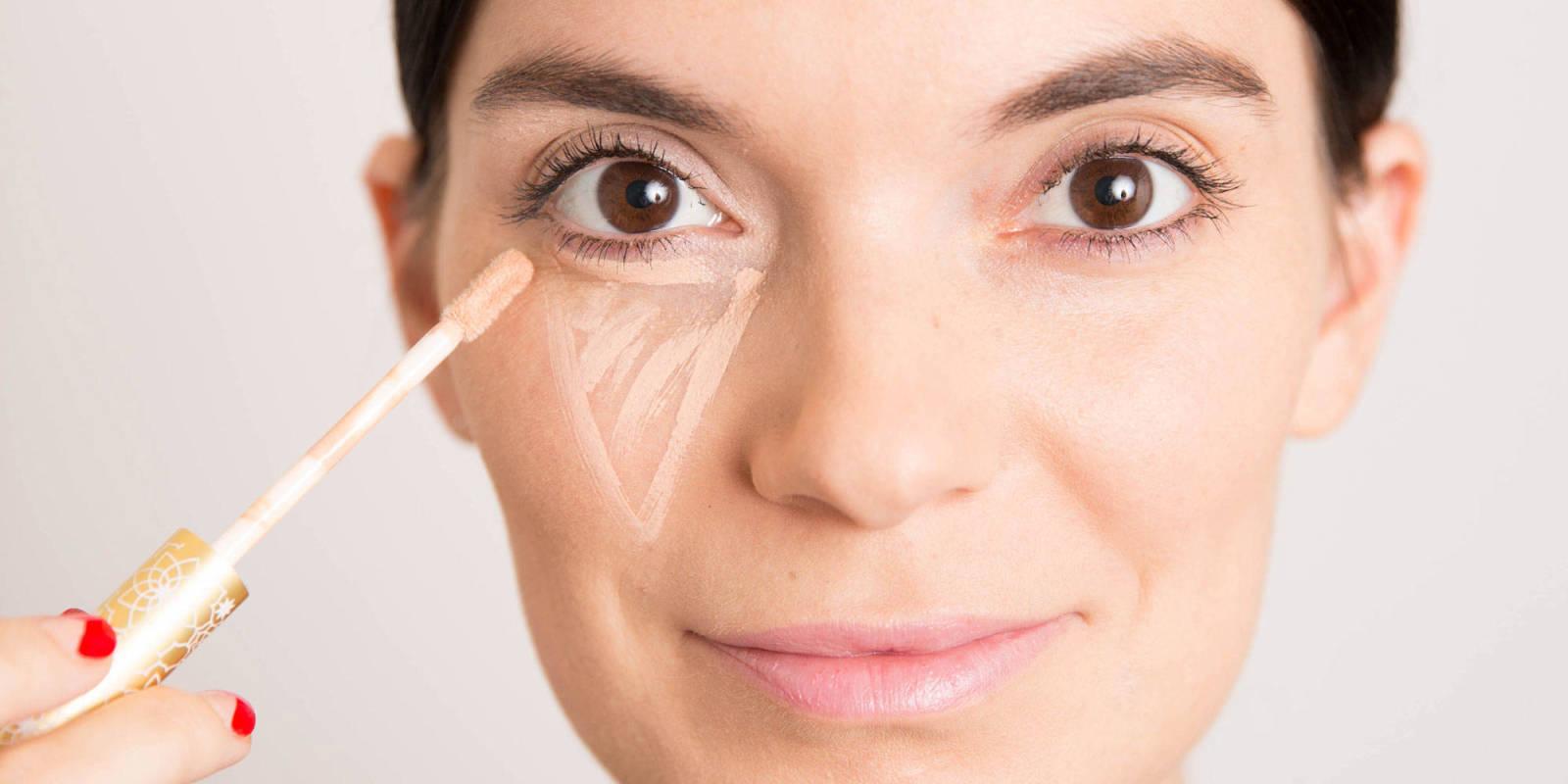 Eye makeup concealer