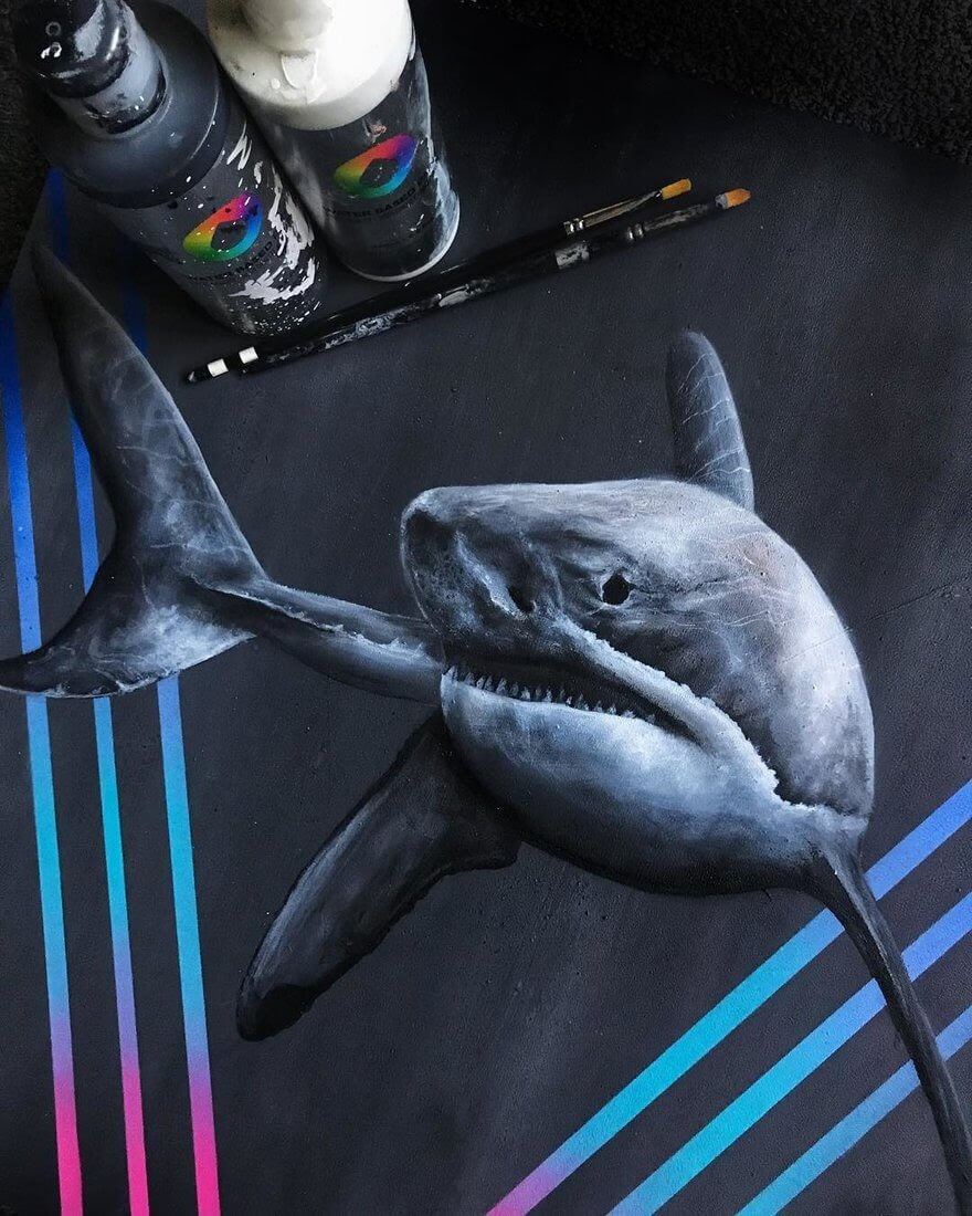02-Great-White-Shark-Jonathan-Martinez-Animal-Drawings-with-Colored-Pencils-www-designstack-co