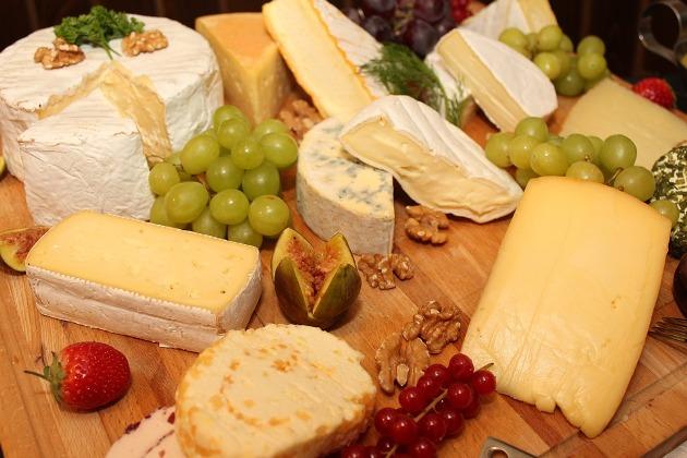 tendencias gastronómicas para bodas:mesa de quesos
