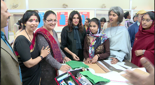 Rina Dhaka, Fashion Designer and Nandita Abraham, CEO Pearl Academy interacting with woman inmates of Tihar Jail at the Fashion Laboratory