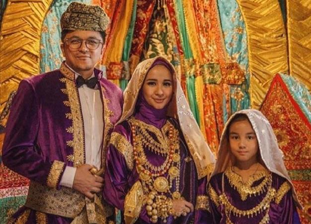 Laudya Cynthia Bella menikah dengan Engku Emran