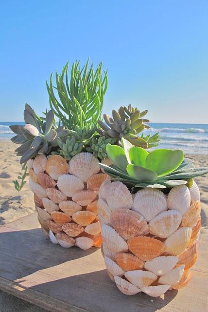 Vasinhos decorados com conchas