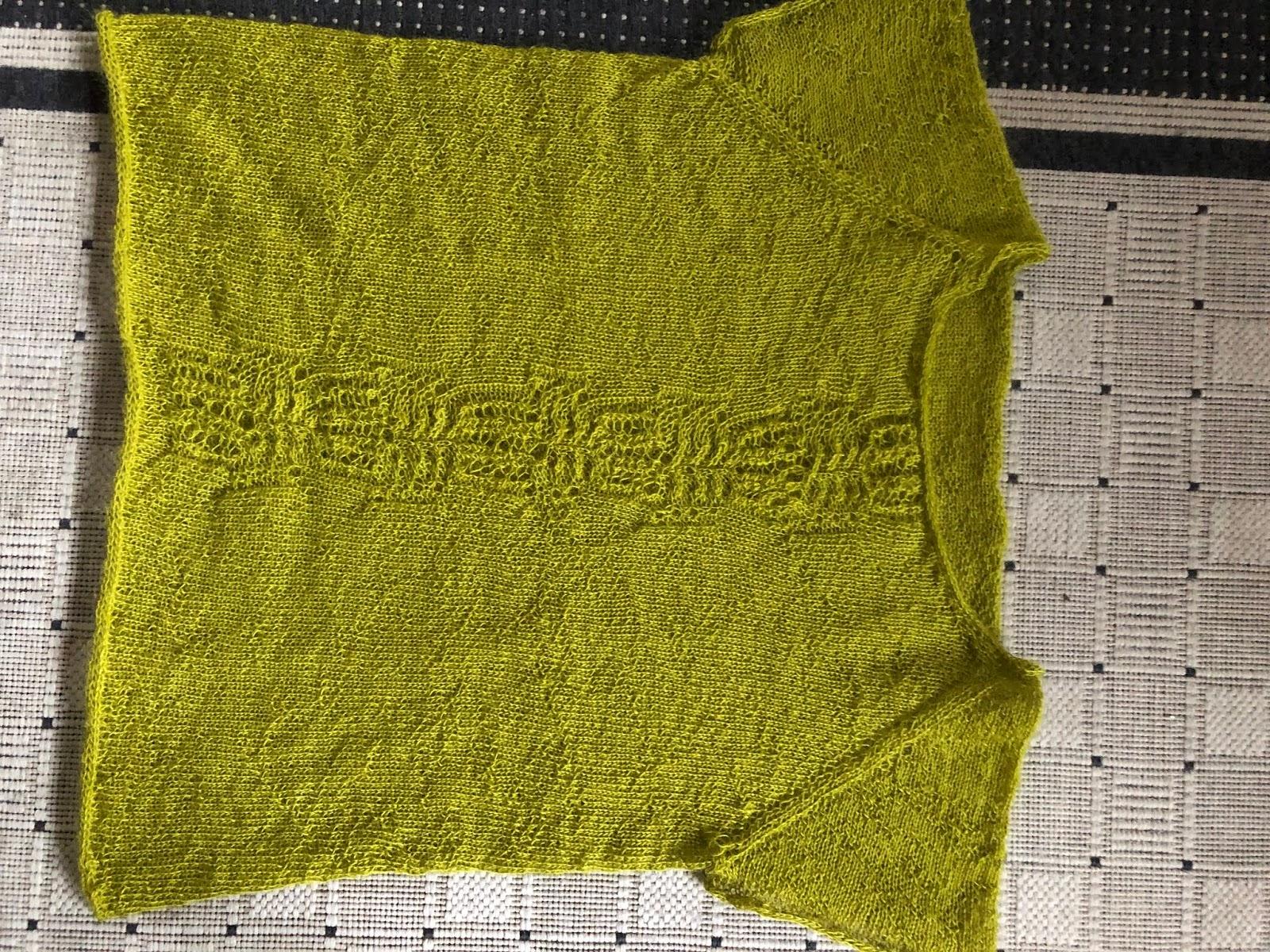 1e91272fa5b Jeg har strikket en bluse for min brors kæreste. Hun er ellers selv god til  at strikke, men denne gav hun op overfor. Den skal strikkes oppefra og ned  - og ...