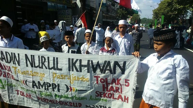 """Alhamdulillah Presiden Jokowi Batalkan Program """"Full Day School"""" Mendikbud"""