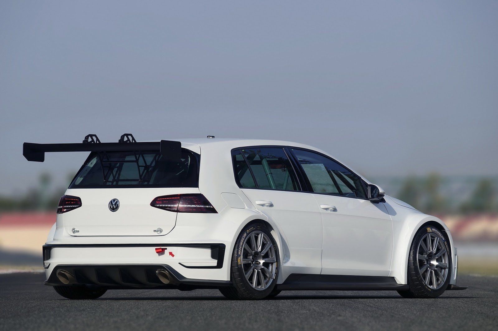 new vw golf tcr for the track makes r400 concept look. Black Bedroom Furniture Sets. Home Design Ideas